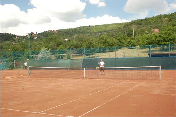 Teniszpálya felujitás